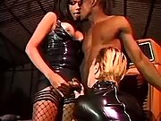 Latex tranny diva in orgy